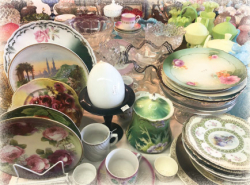 Darlen's Collection - Glass and Antiques